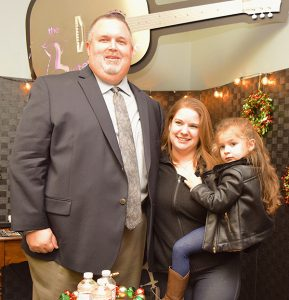 Mayoral-Candidate-Mike-Snider-and-family