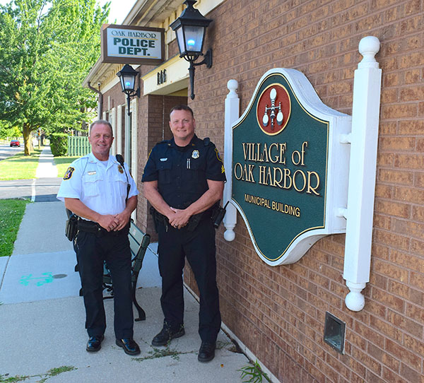 Eric Parker replaces retiring Steven Weirich as police chief of Oak Harbor