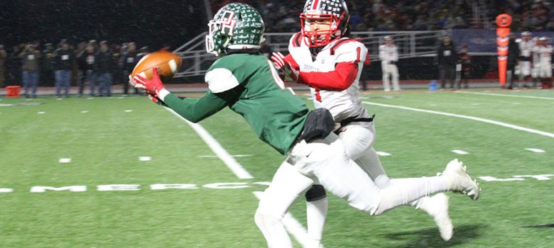 Oak Harbor football player makes a great catch
