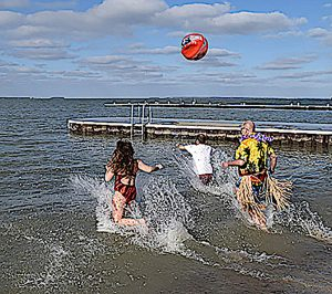 People run into Lake Erie for annual Jingle Jump at the Lakeside Pavilion