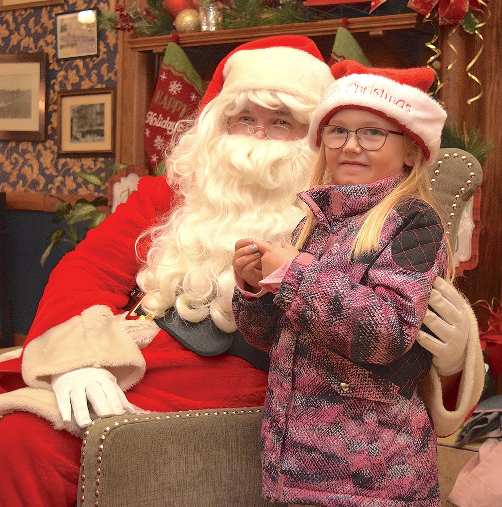 Port Clinton all dressed up for Santa, annual Community Christmas