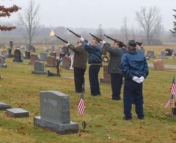 Image of VFW Post 7572 rifle salute