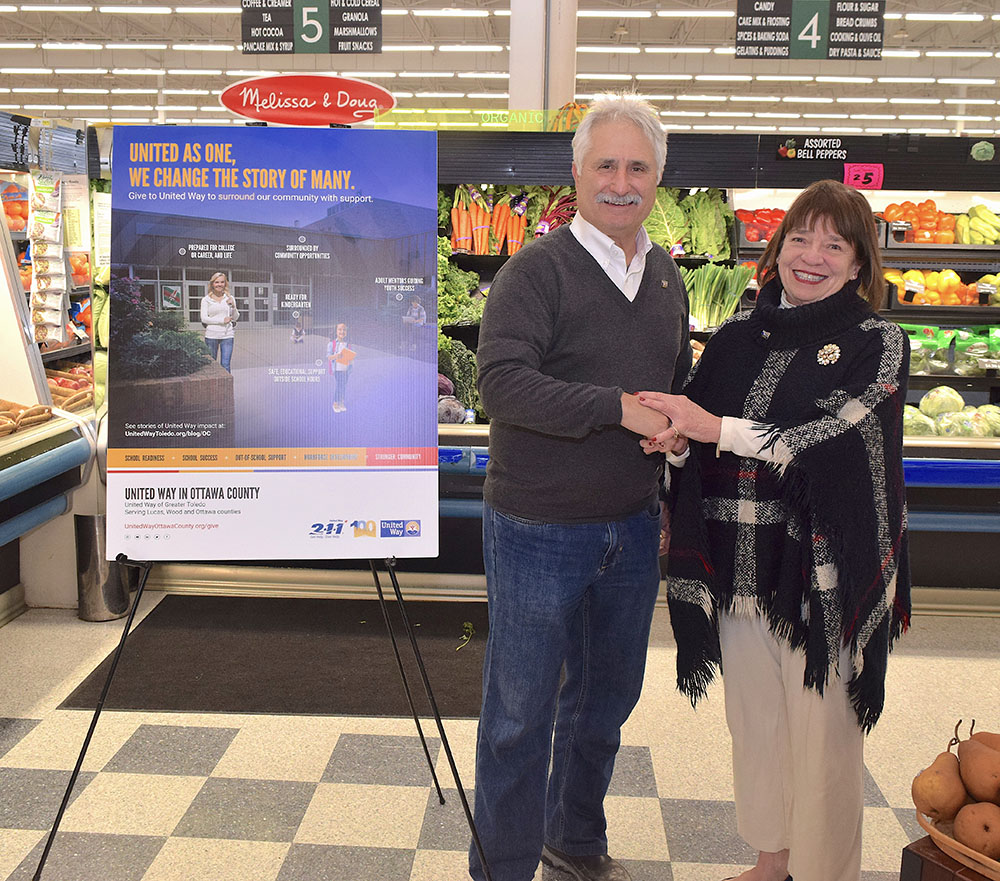 Bassett family welcomes United Way director with hearty donation