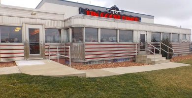 Image of the outside of the Tin Goose diner