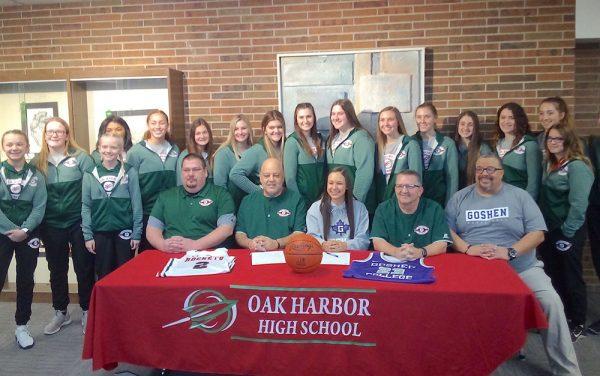 Image of Sophia Eli and the Oak Harbor girls basketball team