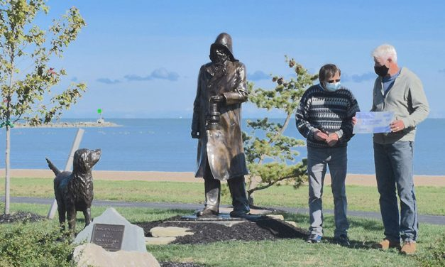 Generous lighthouse lovers rally to keep iconic sculpture
