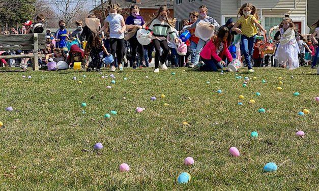 Oak Harbor's traditional Easter Egg Hunt a big hit