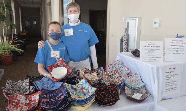 Lynne and Mia Lynne help boost Bistro 163 fundraiser
